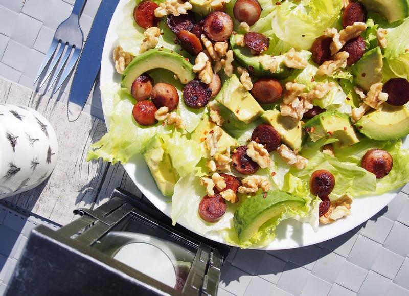Pølsesalat – sałatka z norweskimi kiełbaskami