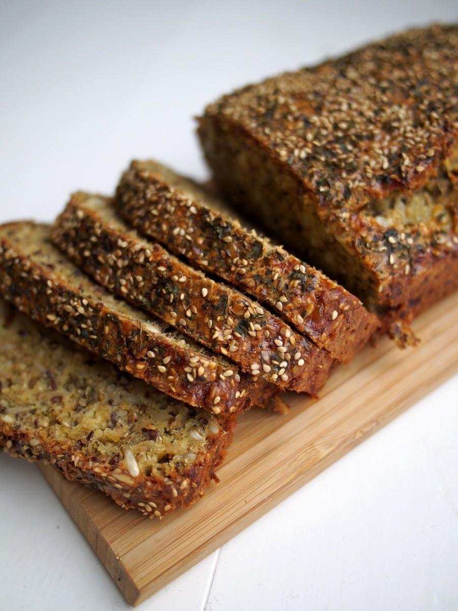 Domowy chleb z serkiem wiejskim