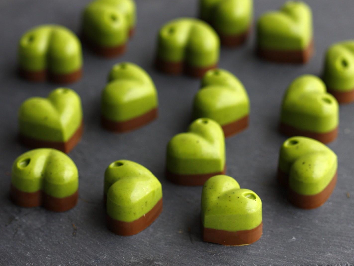 Czekoladki z matcha i gorzką czekoladą