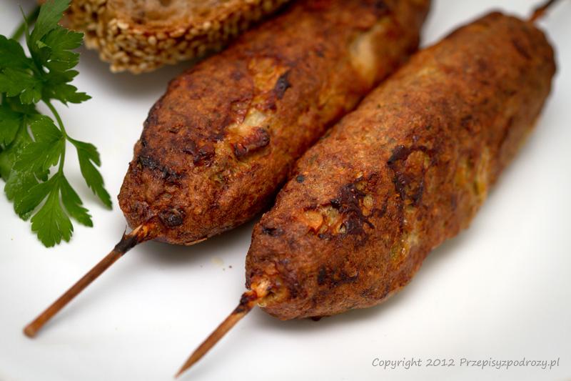 Bułgarski obiad - zupa tarator, sałatka szopska i kebabcze