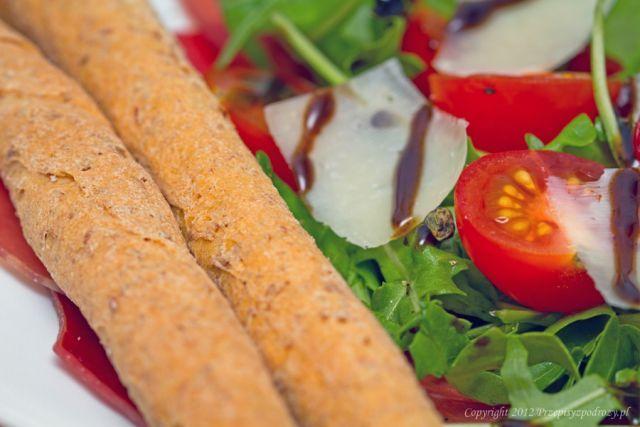 Carpaccio z rukolą i pomidorami