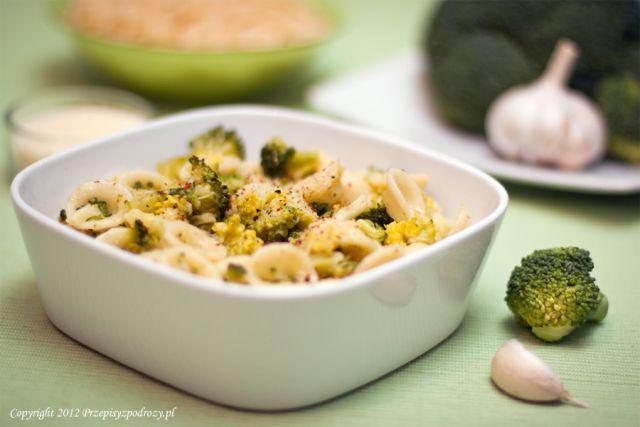 Makaron orecchiette z brokułami