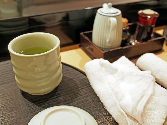 Napój z japońskiej zielonej herbaty matcha