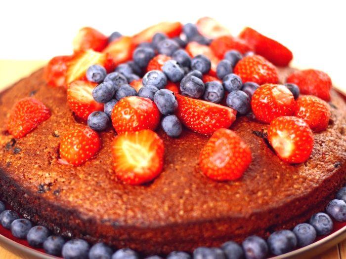 Kardamonowe ciasto z owocami