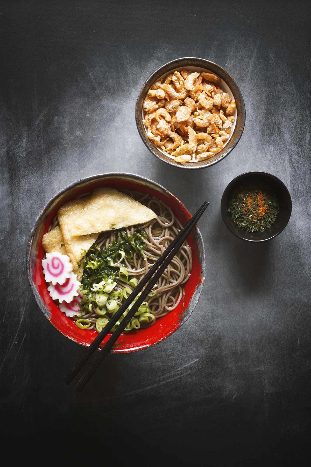 Japoński makaron soba na ciepło - Kake soba