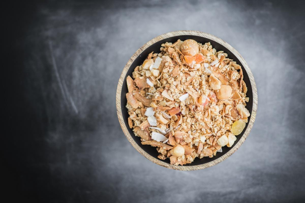Tropikalna granola domowa